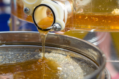 honey filtering after extraction by centrifuge