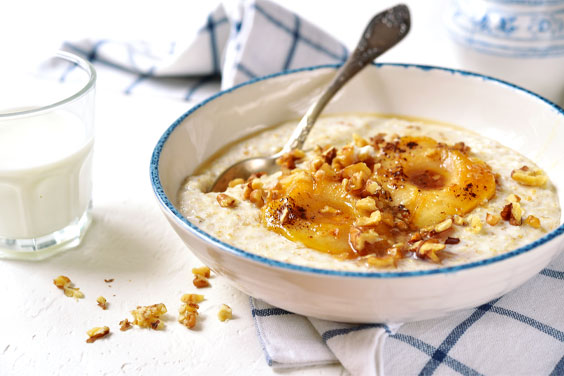 Oat porridge with caramelized pear and nuts
